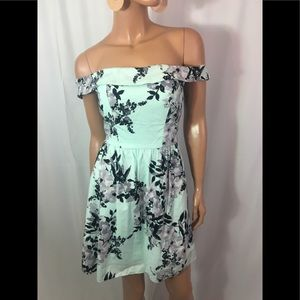 NWT🌺 speechless junior off the shoulder